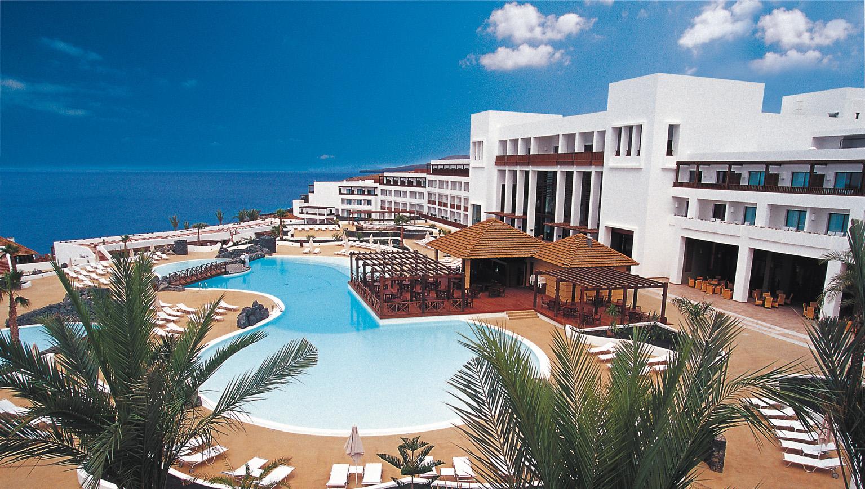 Hotel nh hesperia lanzarote andrea mart n for Hoteles junto al mar